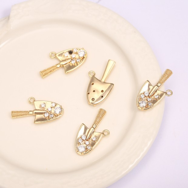 Aobei Pearl, 3 PCS from the Sale, 18K Gold Plated Innovative Spade-Shaped Micro-Inlaid Zircon Pendant for Jewelry Making, Jewelry Findings, DIY Jewelry Material, ETS-K1294