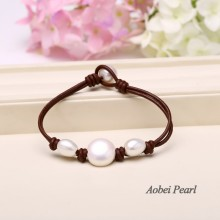 Aobei Pearl, Well Designed Three Pearls Bracelet with Genuine Leather Cord, White Pearl Bracelet, ETS-B005