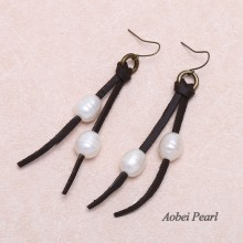 Aobei Pearl - Handmade Flat  Leather Cord & Freshwater Pearl Earring, Threader Earring, Pearl Earring, Dangle Earring, ETS-E122