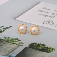 Aobei Pearl Freswater Pearl Stud Earring for Women Gold Wire Post Earring Handmade June Birthstone Jewelry Fashion Pearl Earrings, ETS-E291