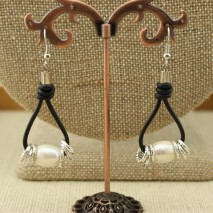 Aobei Pearl, Handmade Leather & Freshwater Pearl Earring, Dangle Earring, Pearl Earring, ETS-E023