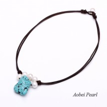 Aobei Pearl - Handmade Necklace made of 10-11 mm Freshwater Pearl, Turquoise and Genuine Leather Cord, Leather Pearl Necklace, Pendant Necklace, ETS-S382