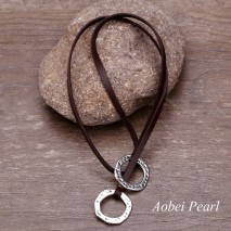 Aobei Pearl Handmade Necklace made of Genuine Leather Cord and Alloy Accessory, Pendant Necklace, Personalized Necklace, Vintage Leather Necklace, ETS-S488